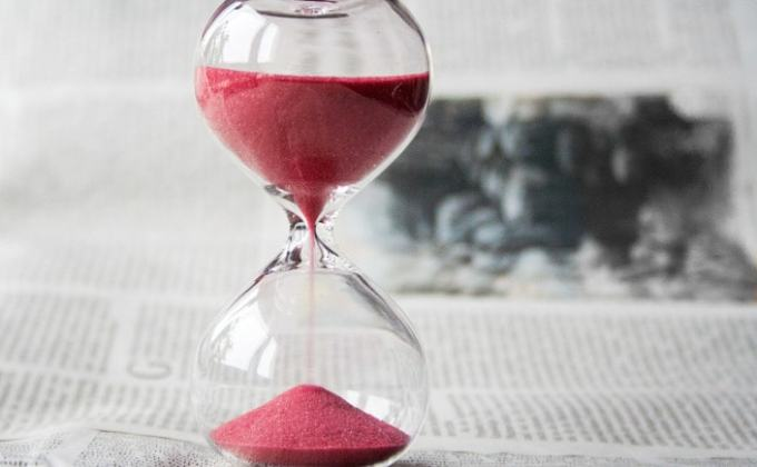 Hourglass to Illustrate Twitter is Not a Waste of Time
