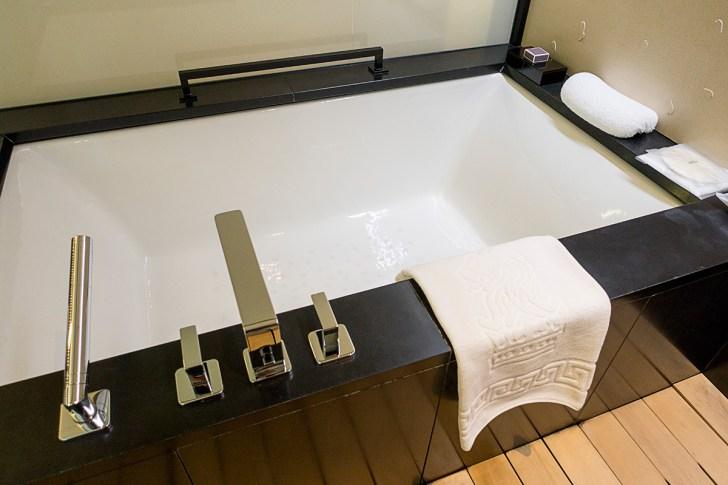 デラックスガーデンルームの浴槽