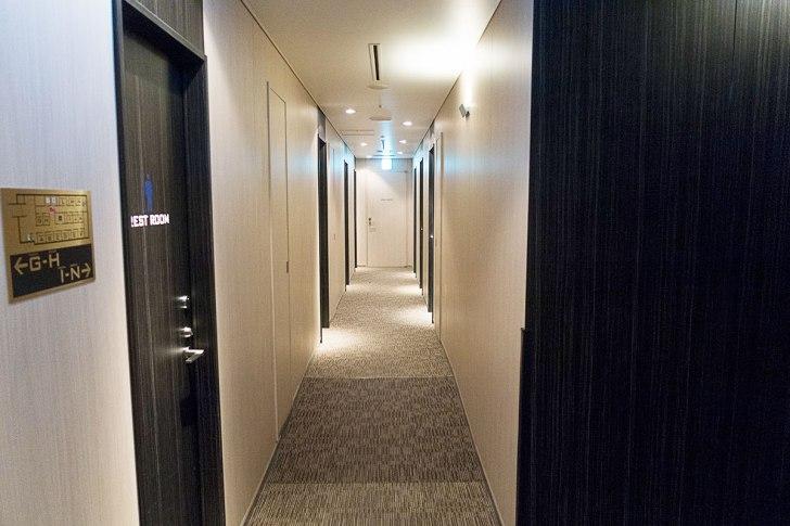 TIATシャワールームの廊下
