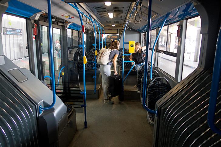 エアポートシャトルバス100Eの車内