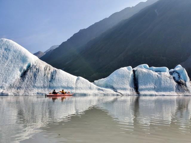 Valdez Glacier Lake_Kayak_Icebergs