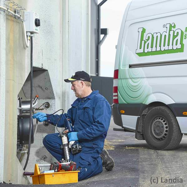 Image shows Landia Mixing sewage and food waste.
