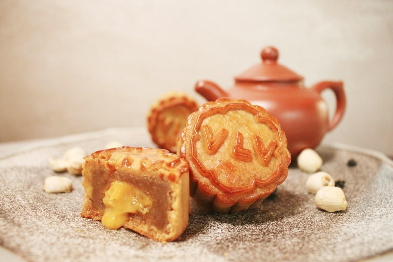 "VLV_Lotus Paste with Salted Egg Custard ""Liu Sha"" Mooncake"