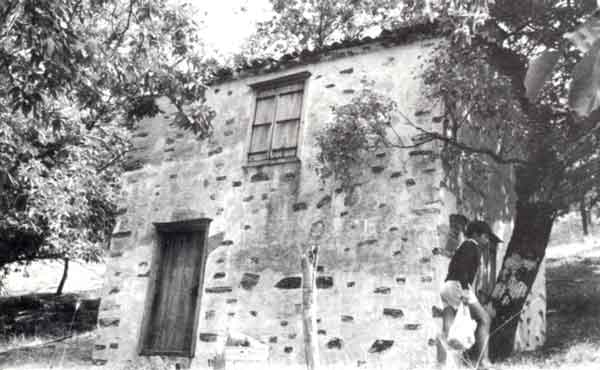 Ένα ντάμι στο Ξυλόκαστρο-Παλιοκαρυά (16-8-87) (Φωτογραφία Γιάννη Χατζηβασιλείου)