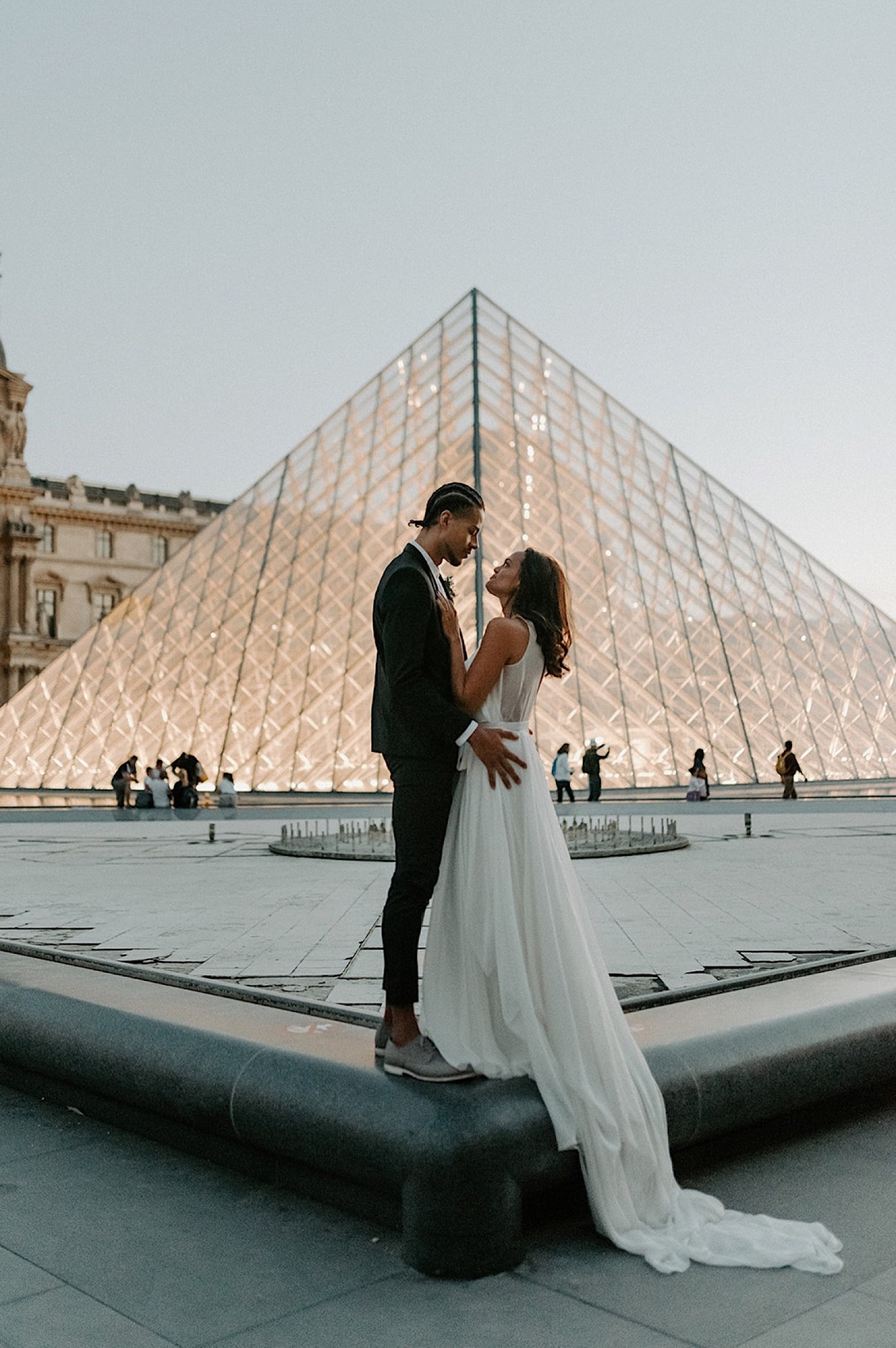 037 Paris Wedding Destination Wedding France Paris Wedding Photographer Louvre Wedding Photos