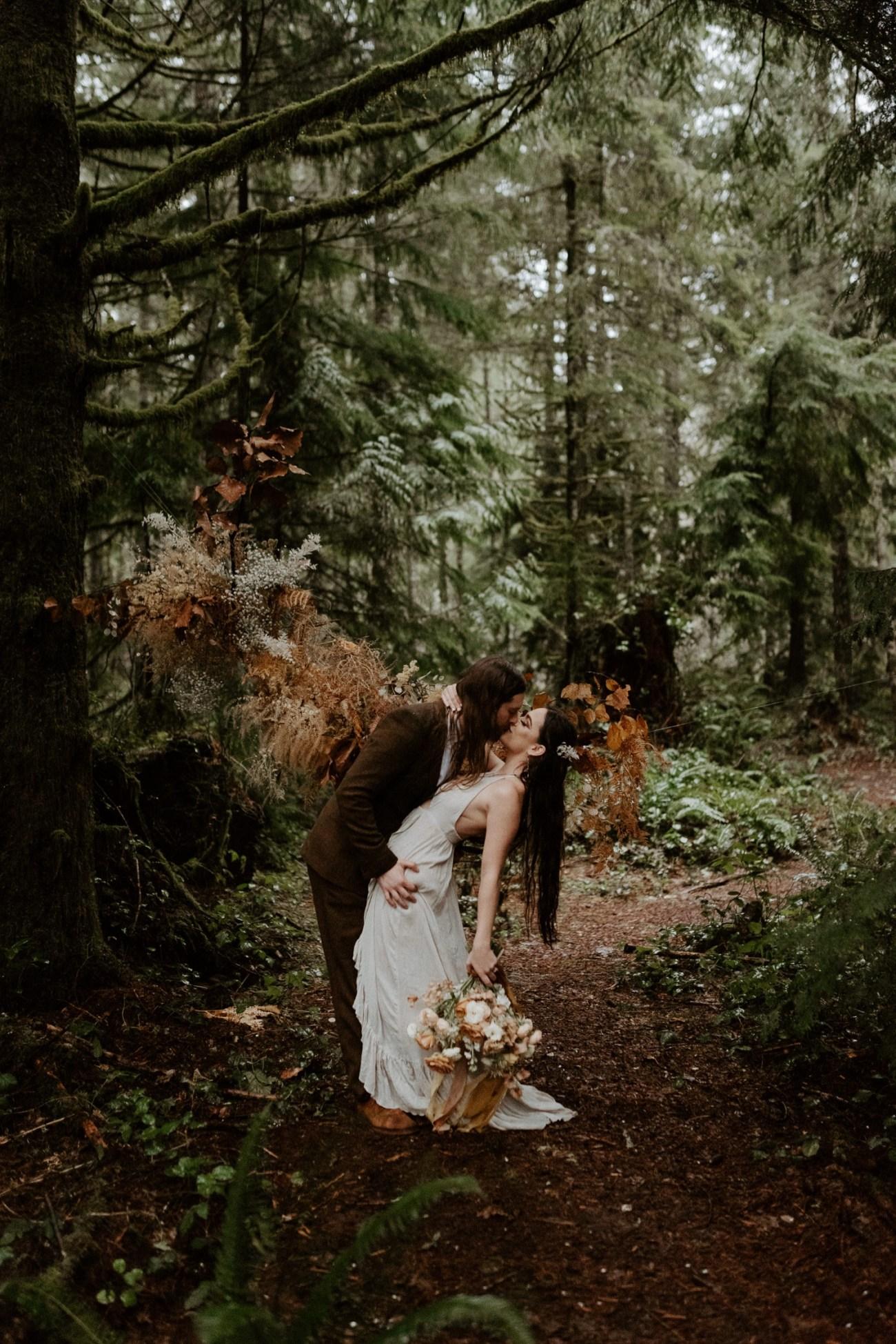 The Woodlands House Sandy Oregon Elopement Portland Elopement Photographer PNW Adventurous Elopement Anais Possamai Photography 019