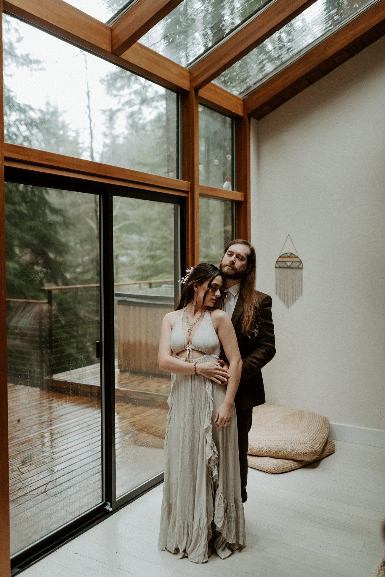 The Woodlands House Sandy Oregon Elopement Portland Elopement Photographer PNW Adventurous Elopement Anais Possamai Photography 20