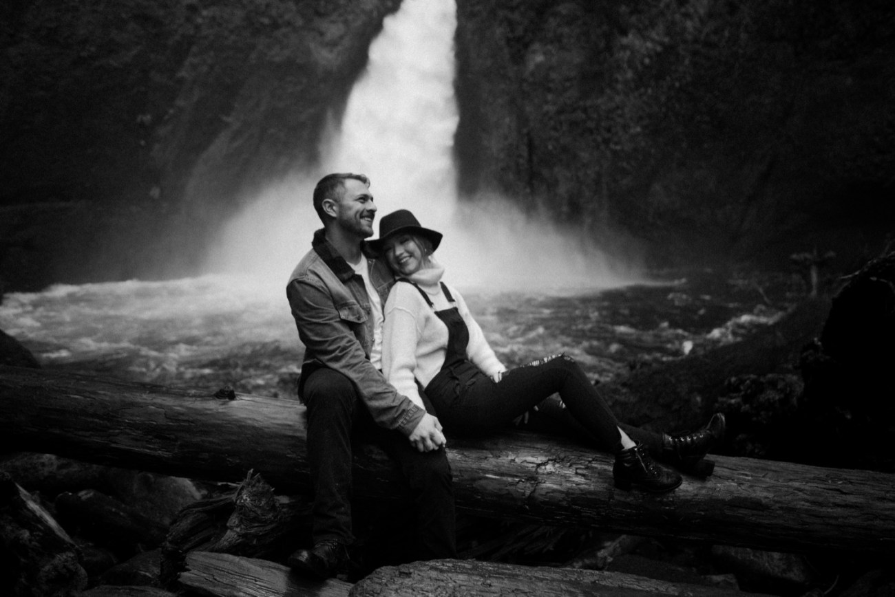 Wahclella Falls Engagement Session Portland Oregon Wedding Photographer Anais Possamai Photography 009