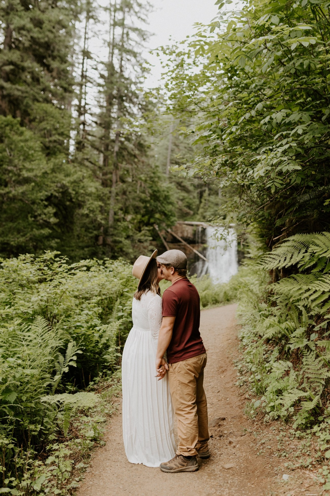 Silver Falls State Park Engagement Session North Falls Engagement Photos Portland Wedding Photographer Oregon Elopement Photographer Anais Possamai Photography 013