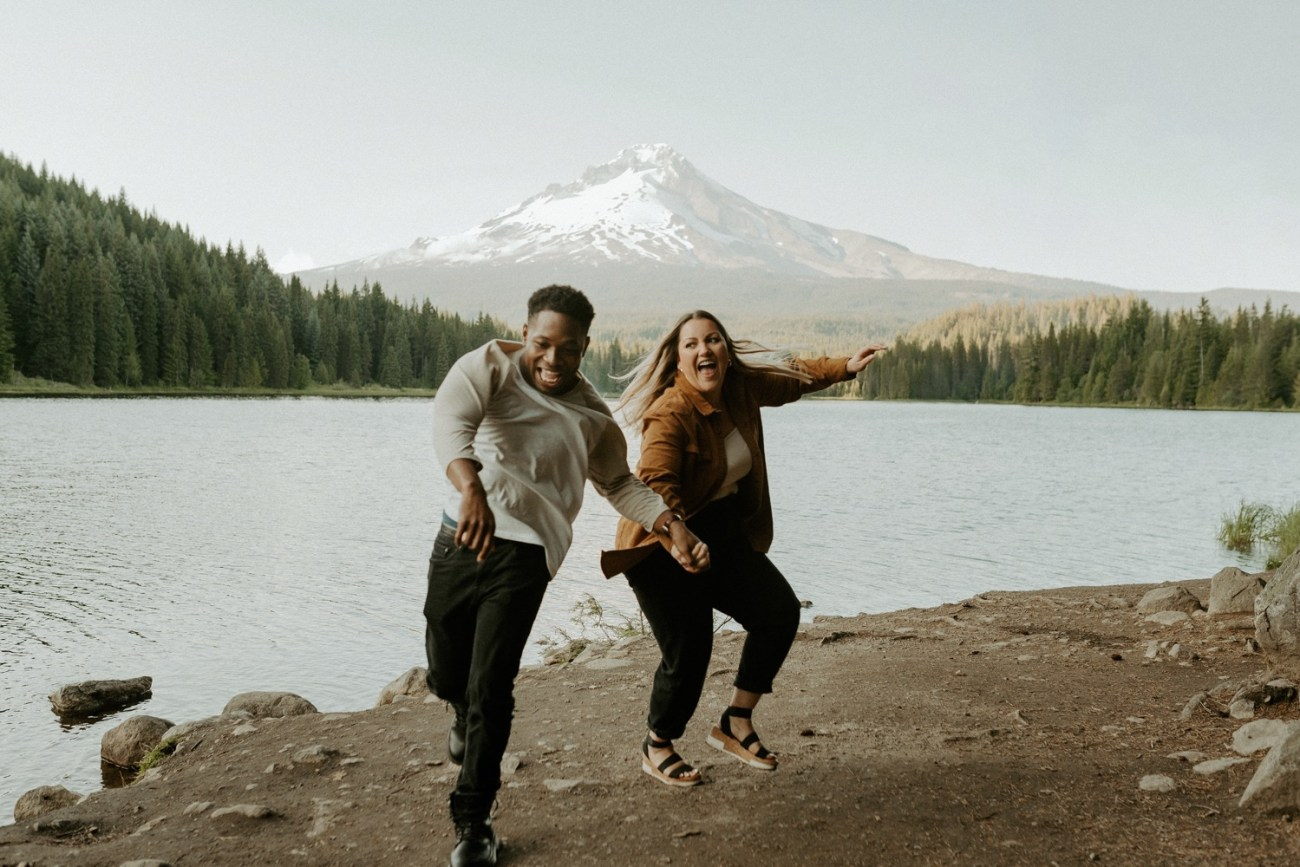 Couple Having fun at Trillium Lake Mount Hood. Couple Session Engagement Session Portland Wedding Photographer Bend Elopement Photographer Anais Possamai Photography 008