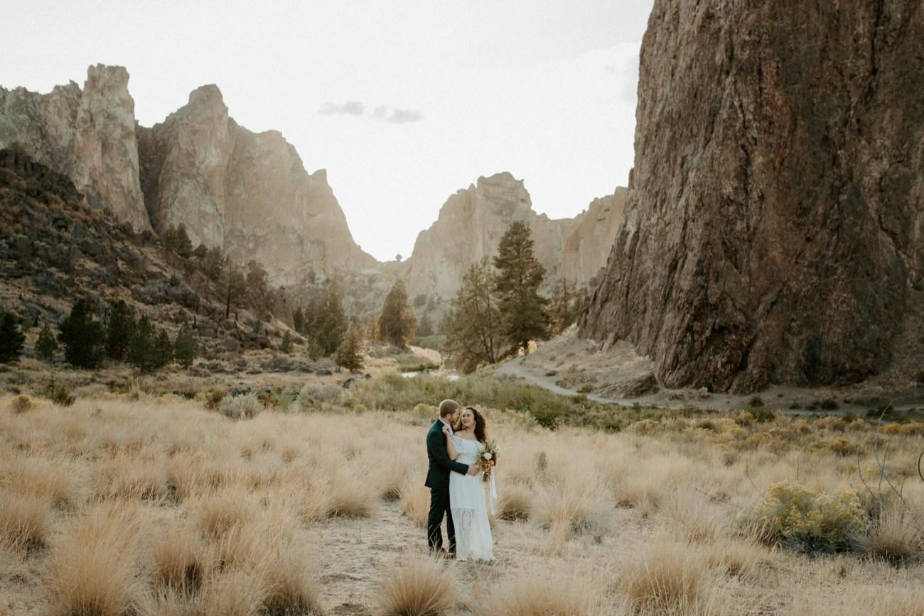 Smith Rock Elopement Bend Elopement Photographer Bend Wedding Photographer Fall Bend Wedding Anais Possamai Photography 025
