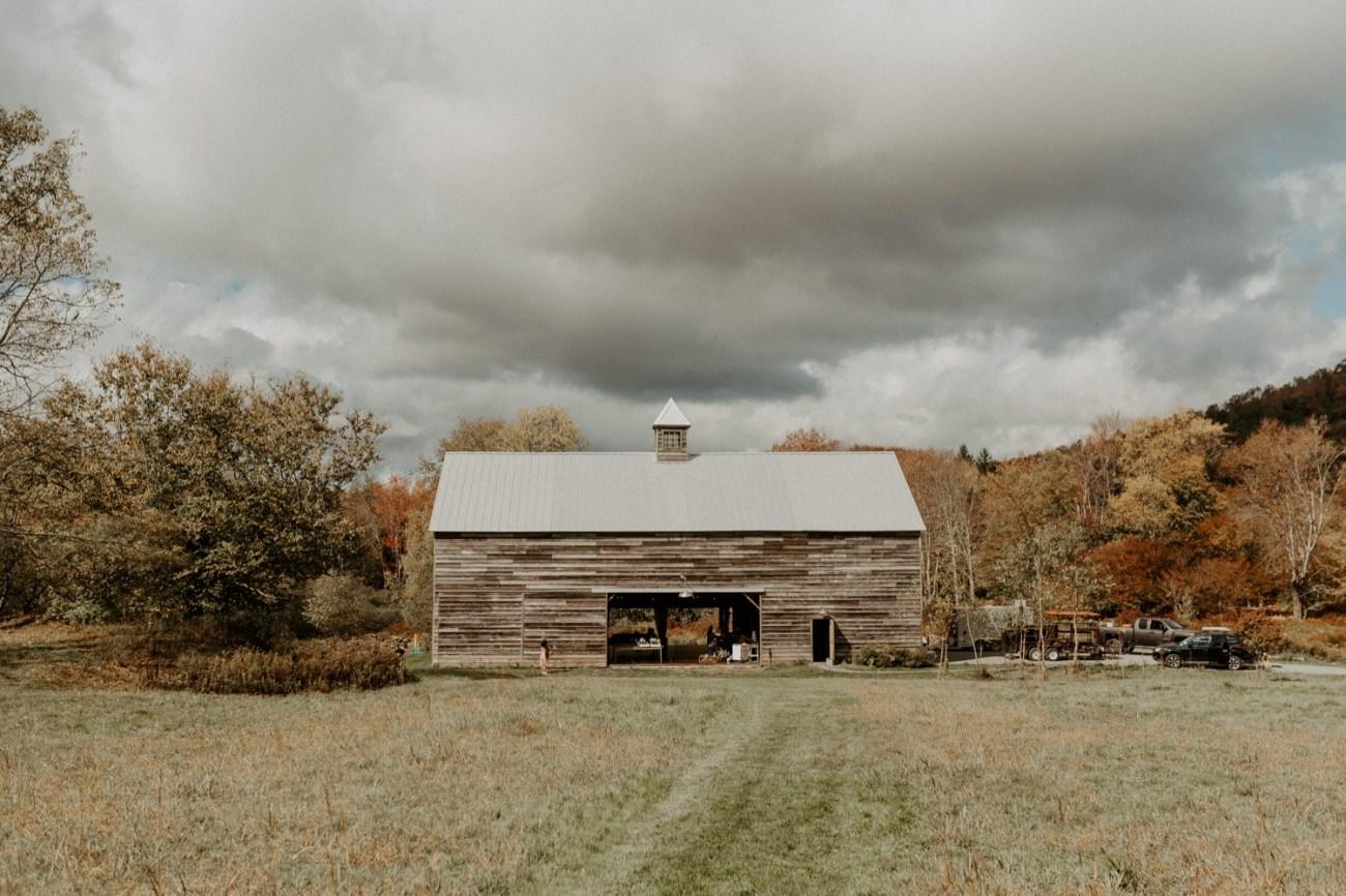Handsome Hollow Barn Wedding reception. Anais Possamai Photography
