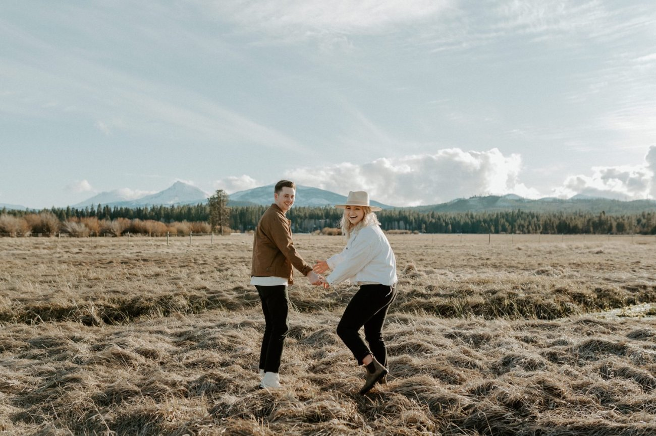 Couple walking around the fields in Black Butte Ranch Sisters Oregon, Anais Possamai Photography