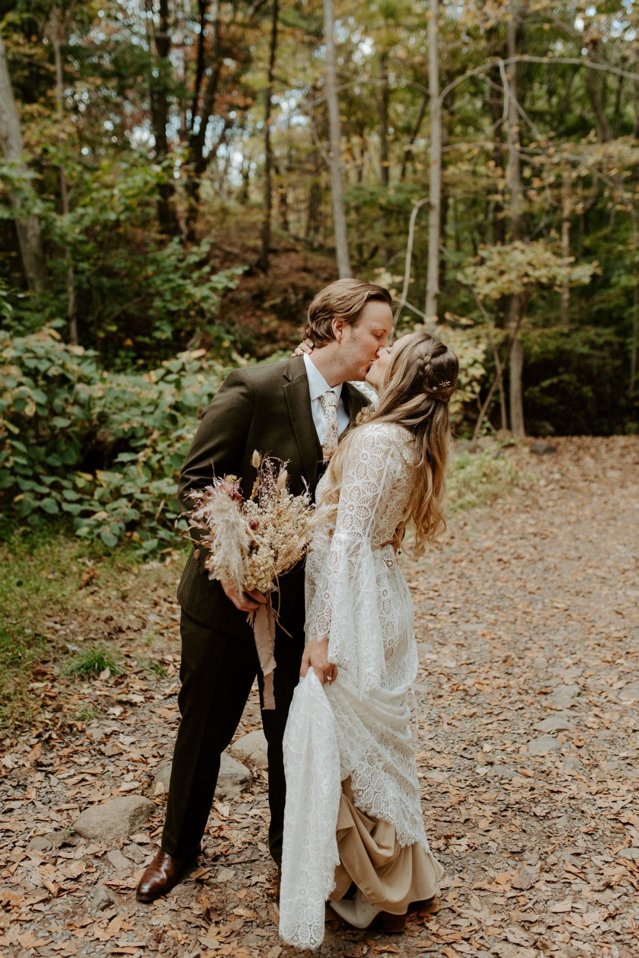 New Jersey Backyard Wedding Vintage Boho Wedding Hemlock Falls NJ Bend Oregon Wedding Phtographer Anais Possamai Photography 028