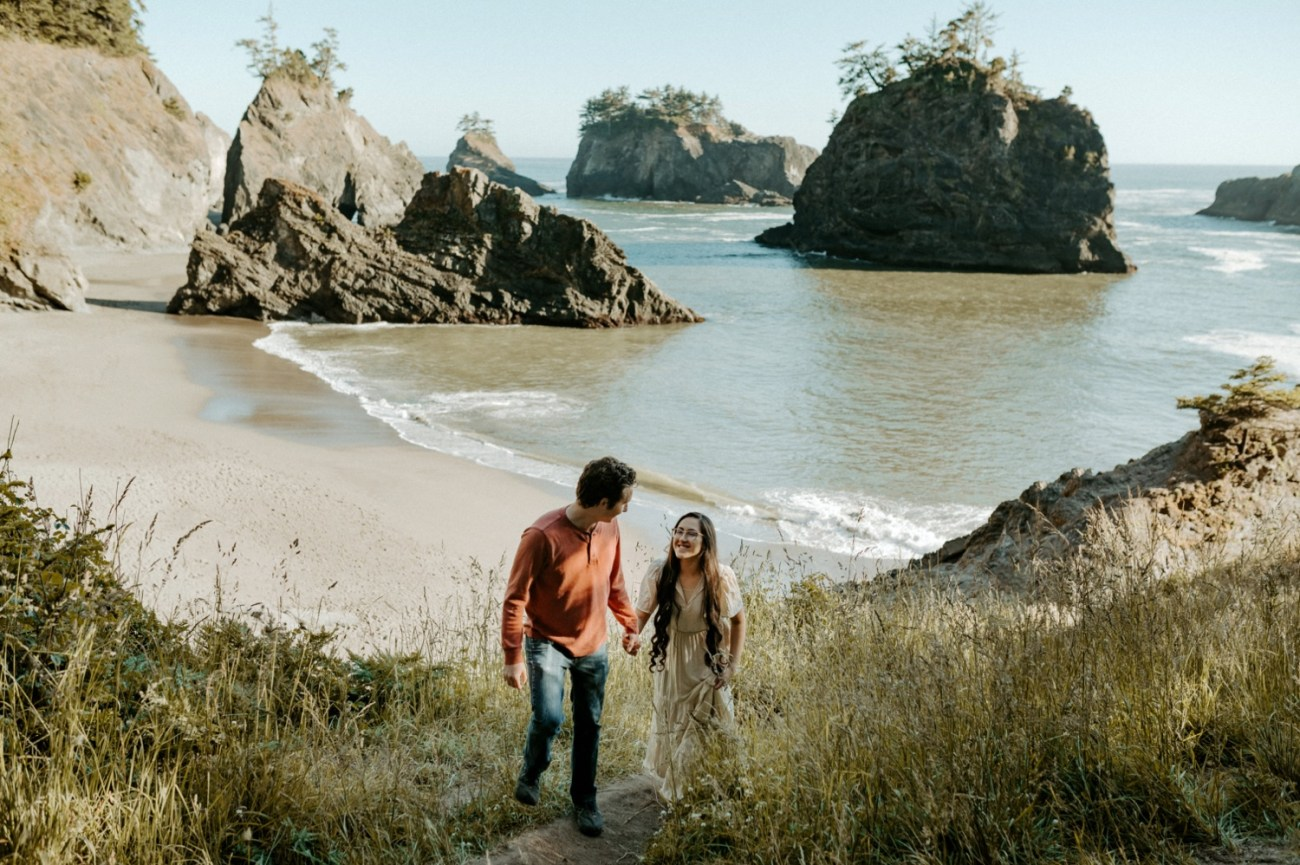 Couple walking on Secret Beach in Samuel H Boardman in souther Oregon for their engagement session