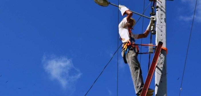 Prefeitura de Anajás realiza serviço de manutenção e instalação de iluminação pública