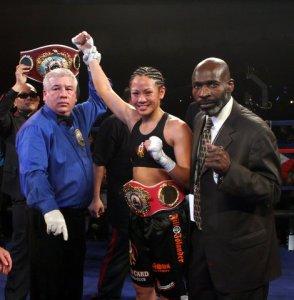 Ana Julaton boxing