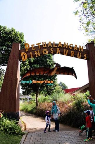 Petualangan Dinosaurus est