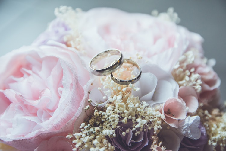 Hukum suami istri masuk islam, mengulang akad nikah, sumber unsplash @beatriz_perez