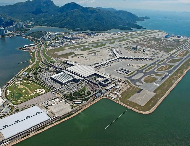Tampak megahnya Bandar Udara Chek Lap Kok-Hong Kong yang dibangun di atas lahan reklamasi daratan, foto: atecpro.com