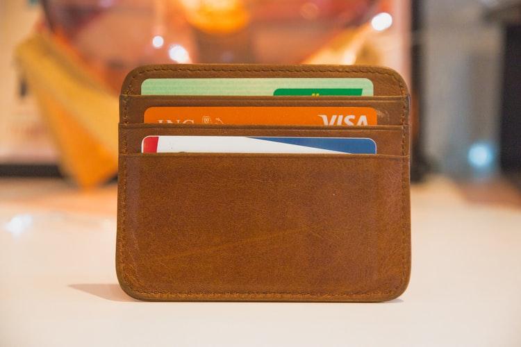 Ilustrasi ATM card dan kartu debit, foto: unsplash.com