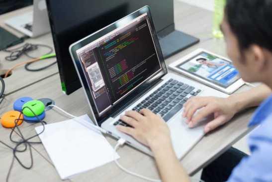 A atuação de um engenheiro de software é muito ampla dentro da ciência da computação. As áreas de especialização mais cobiçadas são a arquitetura de soluções e arquitetura de  banco de dados.