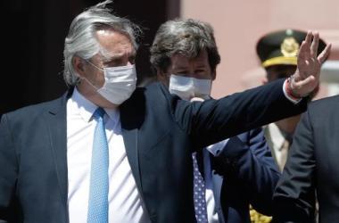 """""""Nosotros no le preguntamos a nadie qué ideología tiene la vacuna. Lo que preguntamos es si salva vidas de argentinos, y si salva vidas de argentinos vamos, la compramos y la inyectamos en los argentinos"""", aseveró."""