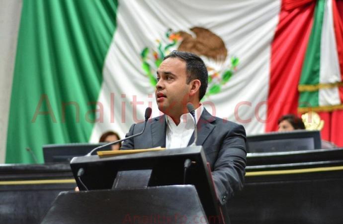 Presenta Carlos Morales iniciativa para profesionalizar el trabajo de los servidores públicos municipales