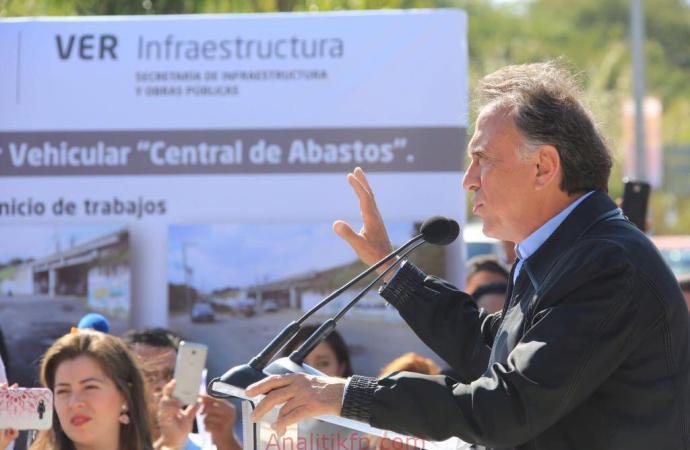 """Inaugura el Gobernador Yunes el Paso Inferior Vehicular """"Central de Abastos"""" de Xalapa"""