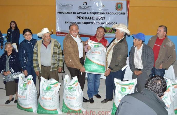 En Jilotepec SAGARPA entrega paquetes a cafeticultores
