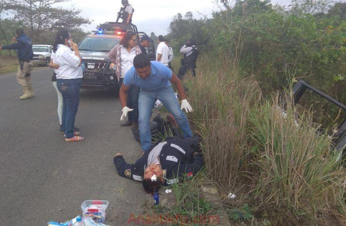 Vuelca polis de IPAX
