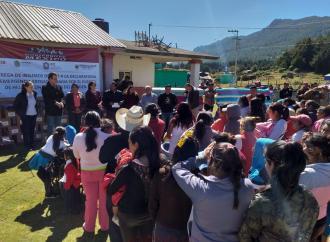 Entrega PC insumos contra el frío en Ayahualulco