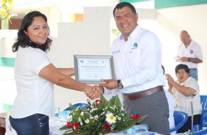 Entrega Othón Hernández aula de cómputo a la escuela primaria Flavia Torre