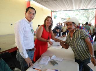 Entrega SEDARPA un millón 410 mil pesos de Seguro Catastrófico