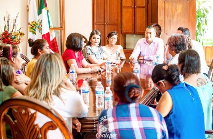 TITULARES DE ESTANCIAS INFANTILES ACUDEN CON EL ALCALDE ENRIQUE FERNÁNDEZ PARA SOLICITARLE LA IMPLEMENTACIÓN DE UN PROGRAMA DE RESCATE