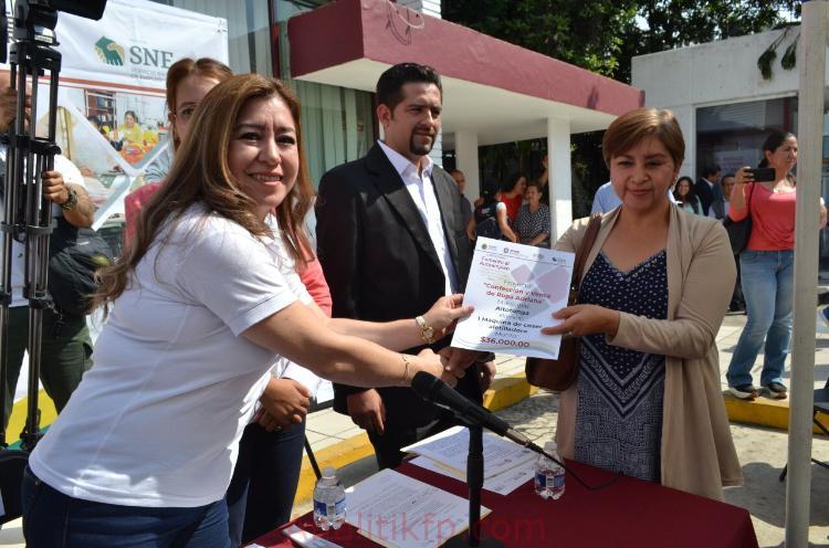 Entrega la Secretaría de Trabajo apoyos para Fomento al Autoempleo