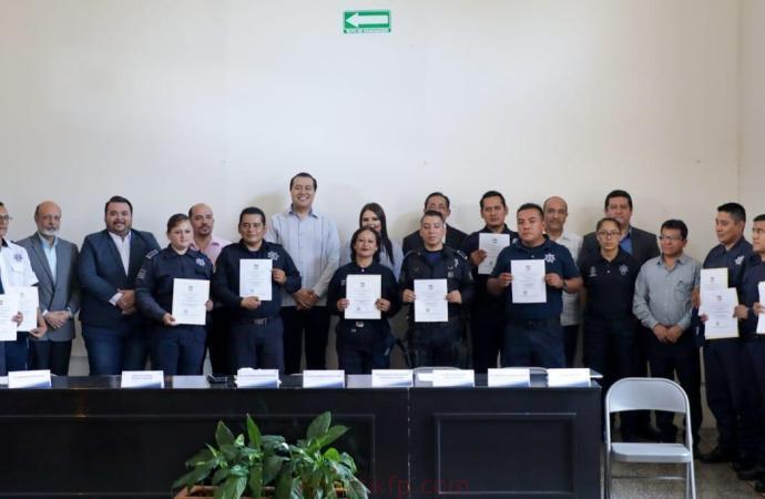 COATEPEC, PRIMER MUNICIPIO EN VERACRUZ EN OBTENER LA CERTIFICACIÓN ÚNICA PARA SUS POLICÍAS
