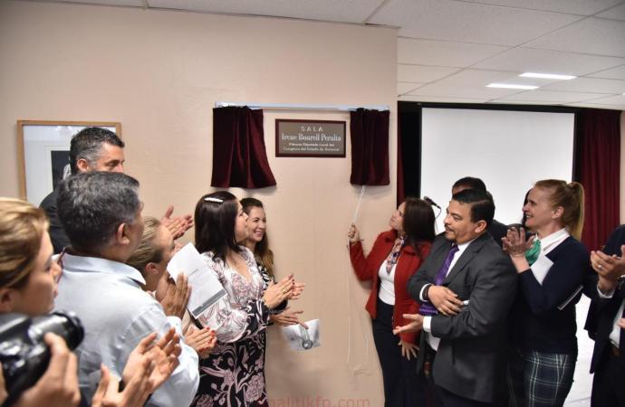 Develan placa en honor a Irene Bourell Peralta, primera legisladora veracruzana
