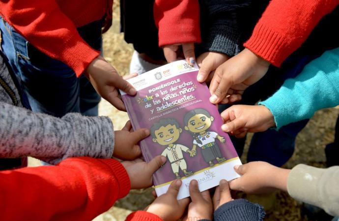 Presenta DIF primera Cartilla Didáctica Multicultural en náhuatl y totonaco