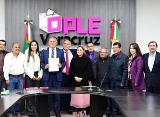 Paco Garrido solicitó registro de Podemos ante OPLE en Veracruz