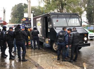 Aseguran camioneta con reporte de robo, la utilizaban perredistas