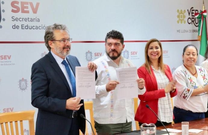 Firma Secretaría de Educación convenio para entregar 25 mil anteojos