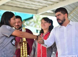 """Fomenta SEV el deporte; inaugura campo """"Cardenales"""""""