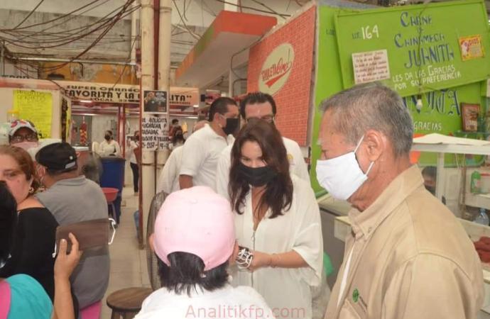 """Mónica Robles Barajas, entró a la primera línea de batalla para ayudar a la gente de Coatzacoalcos para """"prevenir"""" y """"combatir"""" el """"Coronavirus"""""""