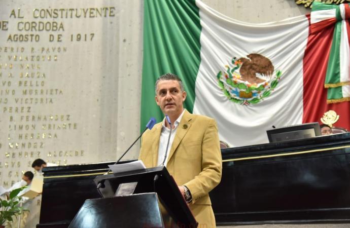 La niñez y juventud de Veracruz tendrán un mejor futuro, de la mano de la educación: Víctor Vargas