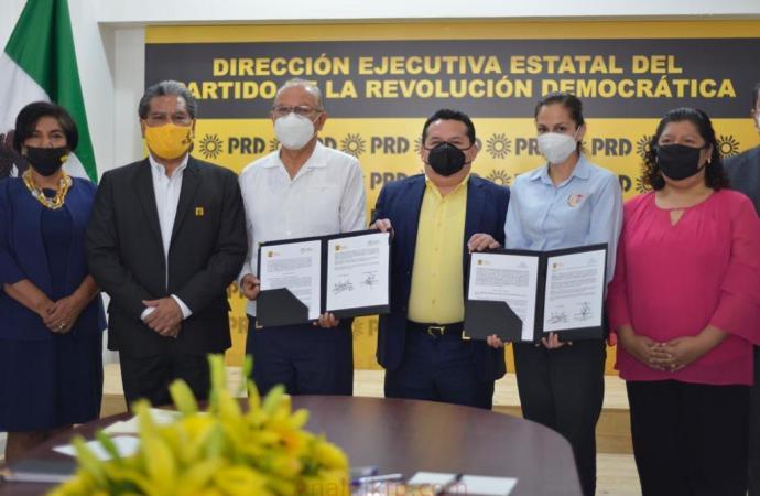 PRD Veracruz firma convenios educativos en beneficio de toda la sociedad
