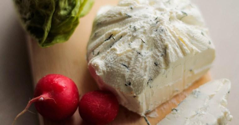 Labneh, czyli jak zrobić domowy ser z jogurtu?