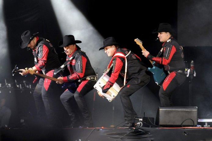 El grupo Bronco puso a bailar a los asistentes