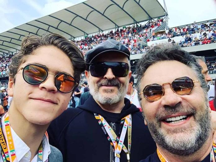 Al hijo de Mijares lo vimos hace poquito fotografiado con su papá y Miguel Bosé en una carrera