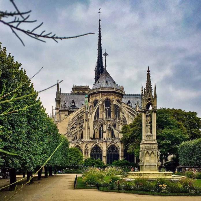 Así de hermosa lucía Notre Dame desde su parte trasera